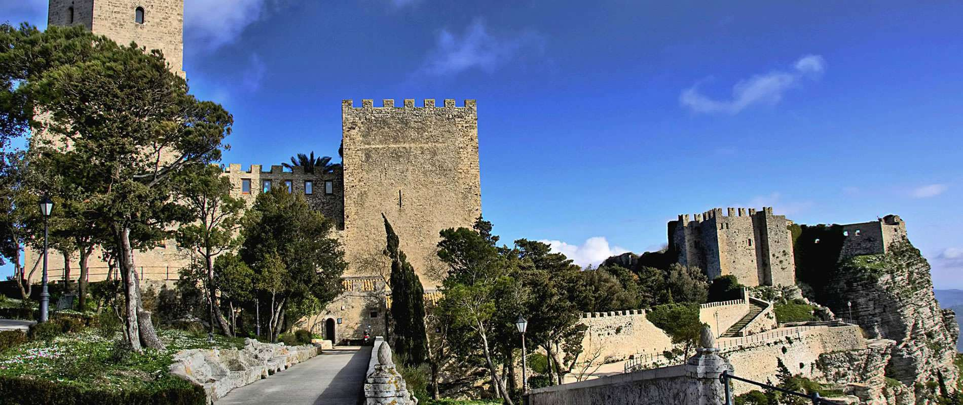The splendid town of Erice, perched on top of Monte San Giuliano,has very ancient origins.